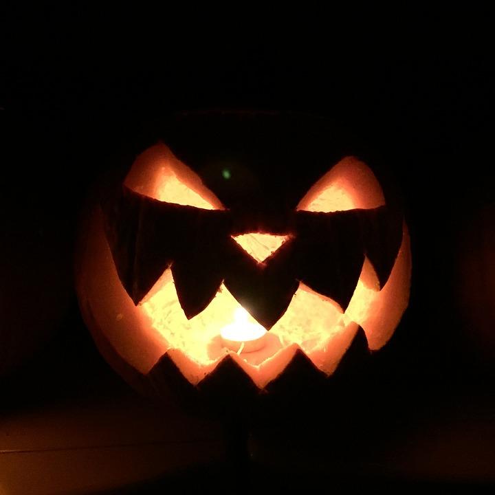 labeled for reuse under the creative commons laws .  https://pixabay.com/en/pumpkin-spooky-halloween-october-917432/