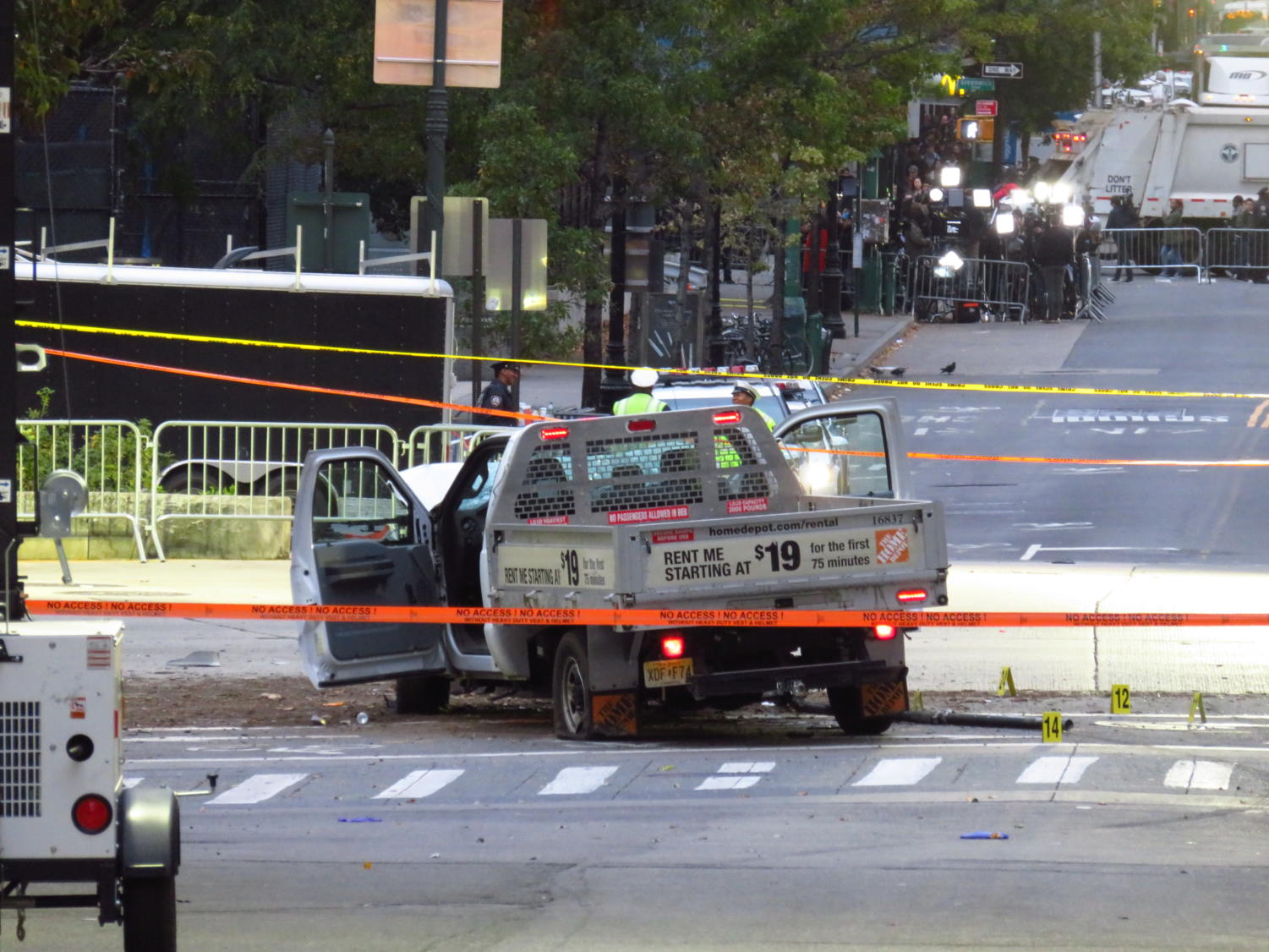The Home Depot rental truck sits vacant after terrorist Sayfullo Saipov uses it to commit the vehicle-ramming attack. Labeled for reuse under Wikimedia Commons.