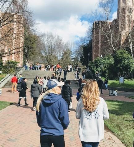 Ella Riesberg and Kaitlyn Watnick tour University of Washington in Seattle.