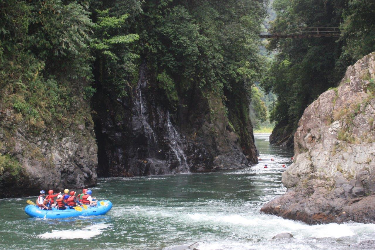 Students go whitewater rafting in Pacuare, Costa Rica, in 2015.