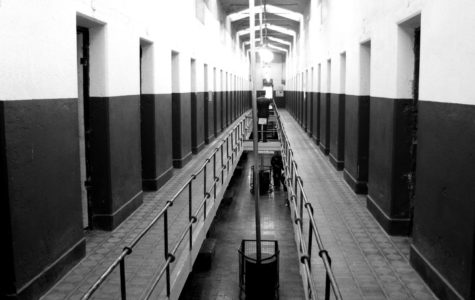 A corridor of the end of a prison. Solitary confinement results in issues in mental health in inmates. Image labeled for reuse by Wikimedia Commons.