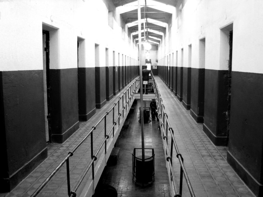 A+corridor+of+the+end+of+a+prison.+Solitary+confinement+results+in+issues+in+mental+health+in+inmates.+Image+labeled+for+reuse+by+Wikimedia+Commons.