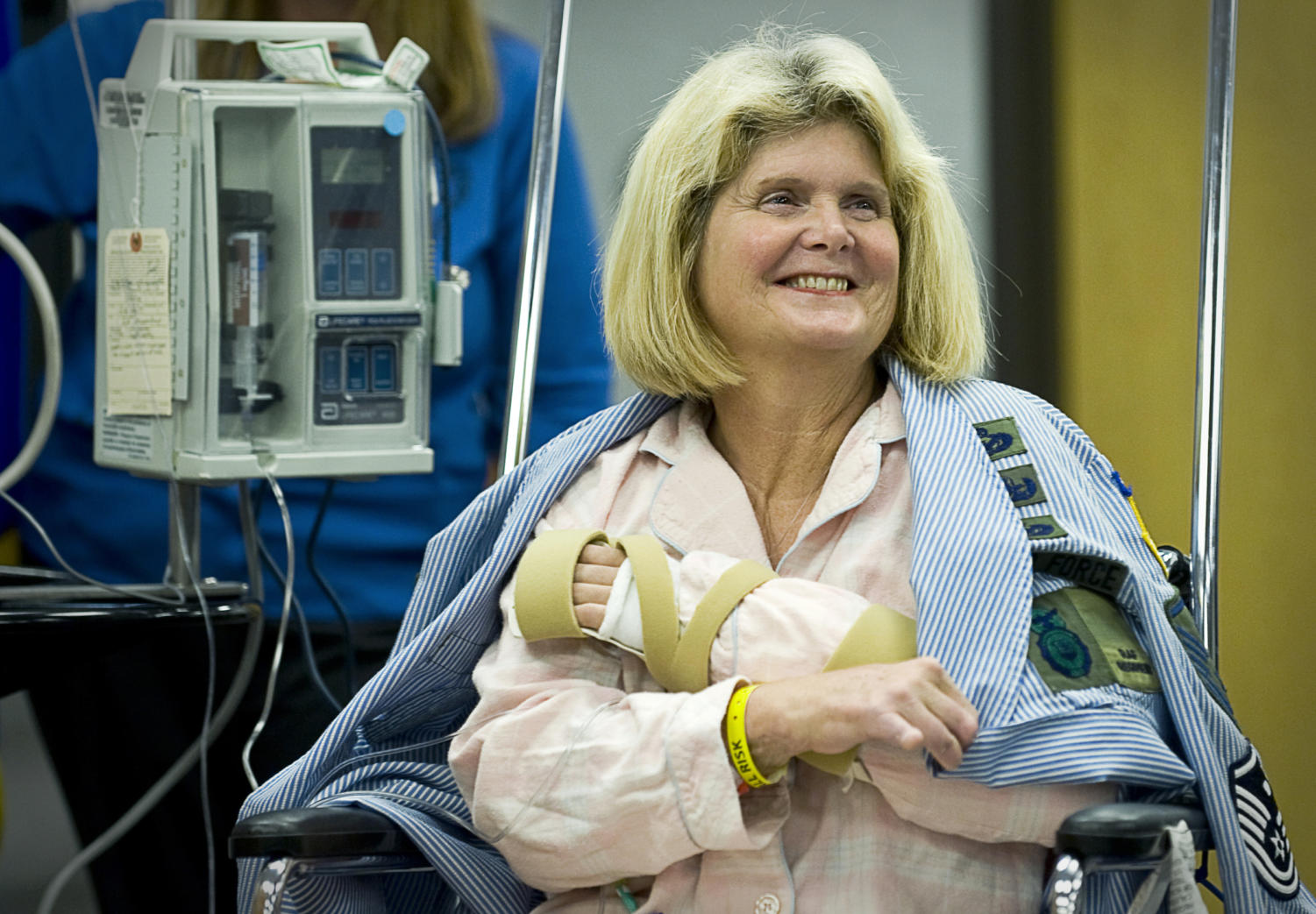 Among many organ recipients, one of the strongest is retired Master Sgt. Janet McWilliams, who became the tenth person in the United States to have undergone a hand transplant in 2010. Labeled for reuse.