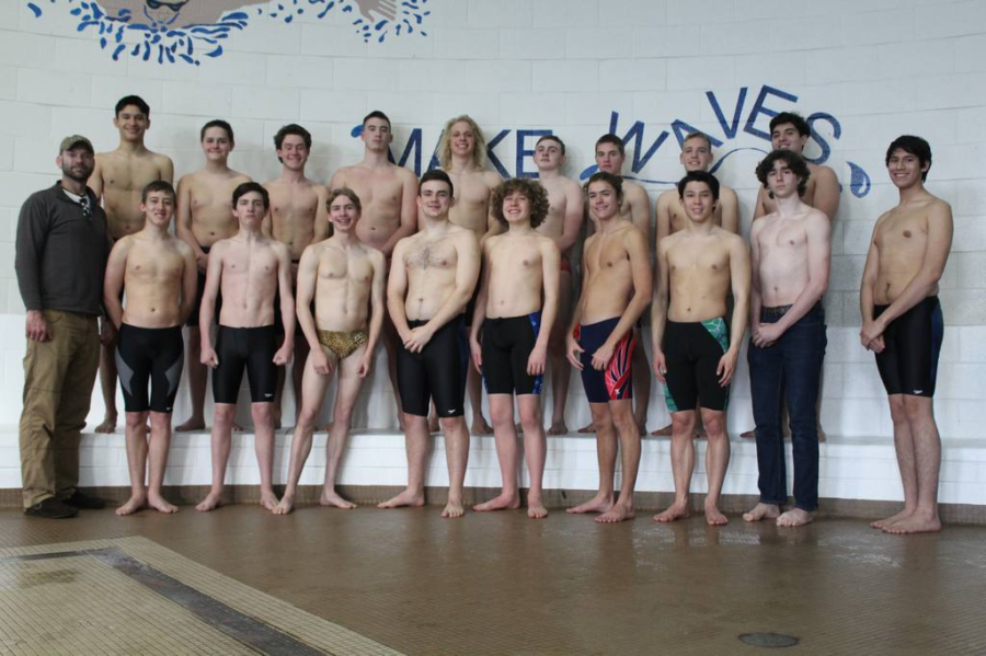 The+AAHS+boys+swim+team+poses+for+team+photo.