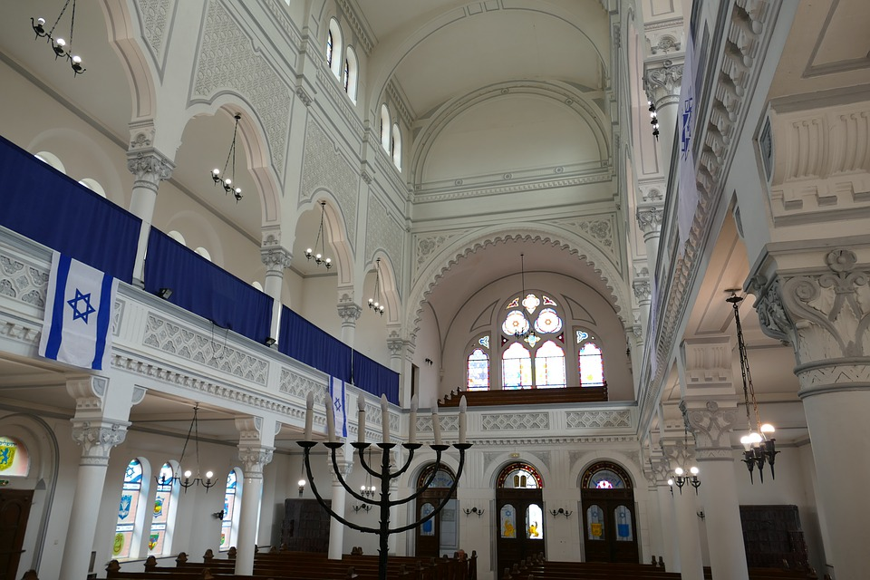 Jewish synagogues like this one are being attacked by antisemitic terrorists. Labeled for reuse by Pixabay.