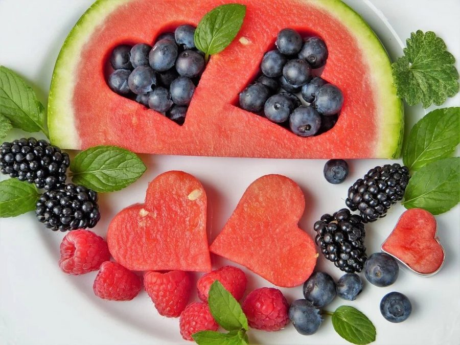 Many+people+cut+fruit+into+shapes+to+celebrate+Valentine%27s+Day.+Labeled+for+reuse+by+Pixabay.
