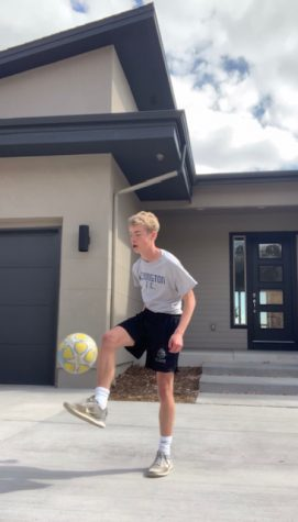 Sophomore Declan Wittkamp juggles with a soccer ball to fill time during his time off.